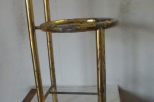 Banho dourado em metal